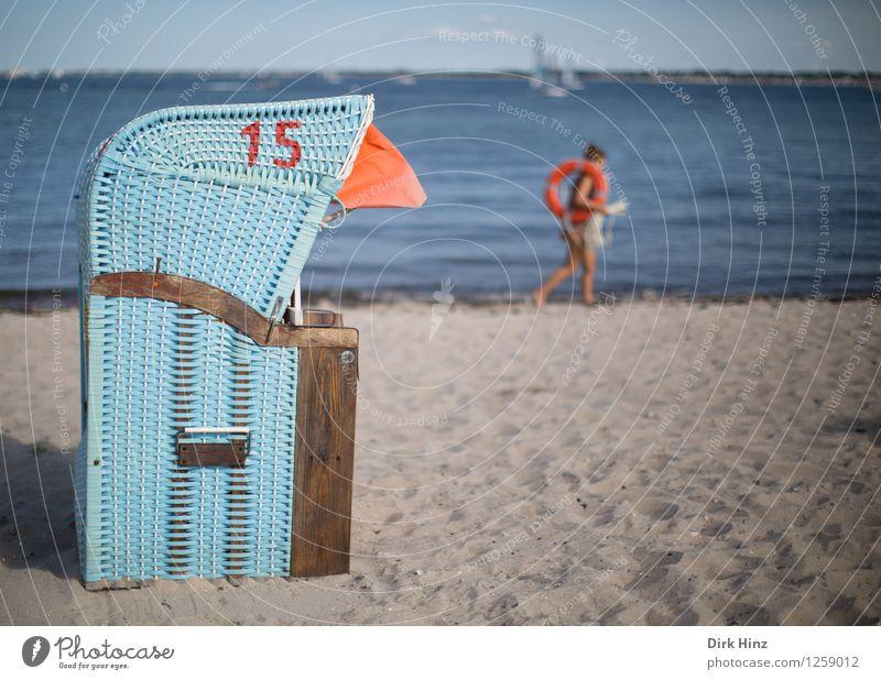 Rettung in Sicht Mensch Frau Himmel Natur Ferien & Urlaub & Reisen Jugendliche blau Sommer Erholung Strand 18-30 Jahre Erwachsene Umwelt natürlich feminin Küste