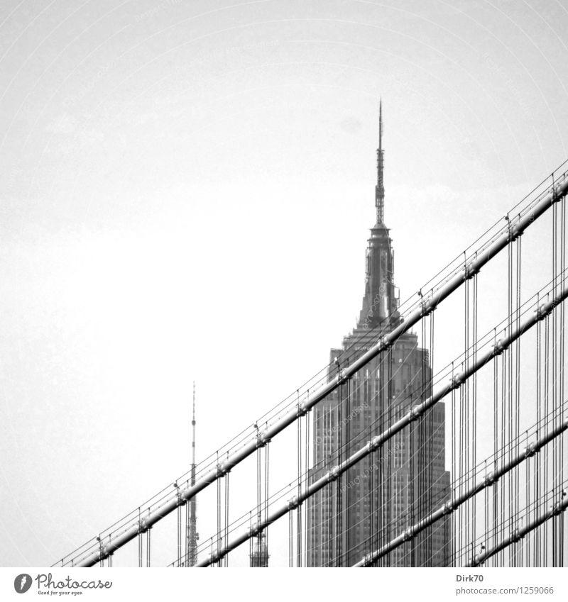 New York nostalgisch II Stadt alt dunkel Linie Glas Hochhaus ästhetisch hoch Beton retro Brücke Streifen Seil Turm historisch Bauwerk