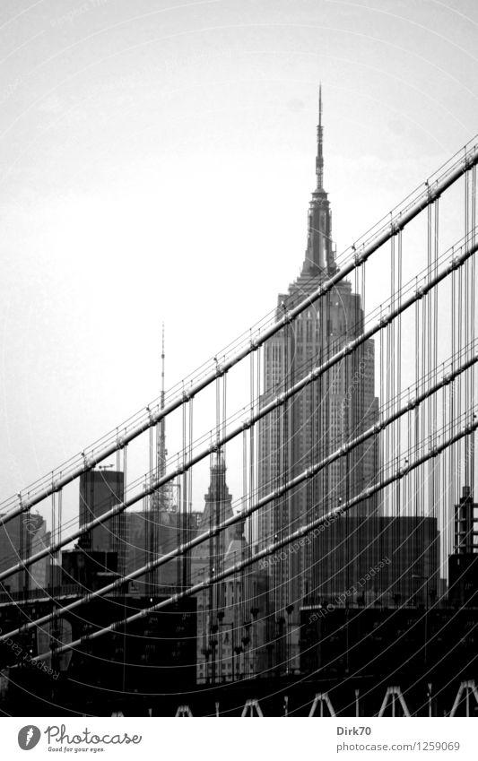 New York nostalgisch III Tourismus New York City Manhattan USA Skyline Menschenleer Hochhaus Brücke Bauwerk Gebäude Architektur Hängebrücke Fassade Seil