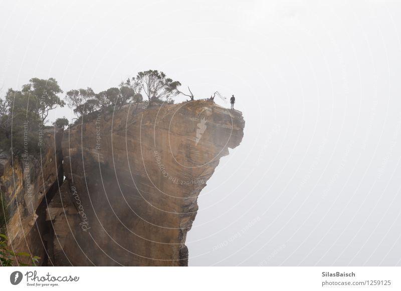 Mensch Natur Ferien & Urlaub & Reisen Jugendliche Landschaft Junger Mann Wolken Ferne 18-30 Jahre Erwachsene Berge u. Gebirge Umwelt Sport Freiheit Felsen