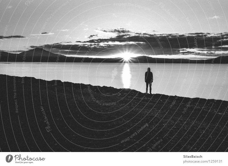 Schwarz-Weiß-Sonnenuntergang Mensch Ferien & Urlaub & Reisen Jugendliche Meer Landschaft Junger Mann Wolken Ferne 18-30 Jahre Erwachsene Berge u. Gebirge Küste