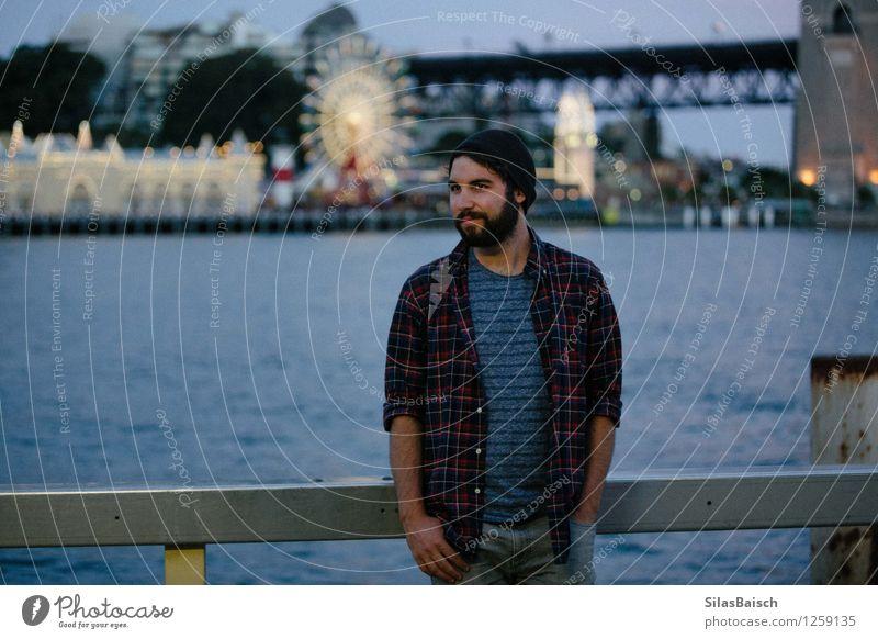 Glück Mensch Ferien & Urlaub & Reisen Jugendliche Mann Junger Mann Freude 18-30 Jahre Reisefotografie Erwachsene Freiheit Lifestyle Tourismus authentisch warten