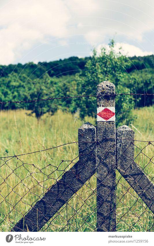 wandermarkierung wegweise Ferien & Urlaub & Reisen Sommer Erholung Landschaft Ferne Berge u. Gebirge Gras Freiheit Lifestyle Felsen Zufriedenheit