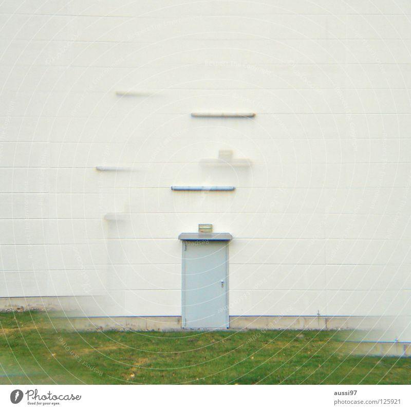 Lost door Haus verbarrikadiert Gewerbegebiet grün Fabrikhalle Werkstatt geschlossen Eingang urinieren Prisma Industrie Lomografie Häuserwand Einsamkeit