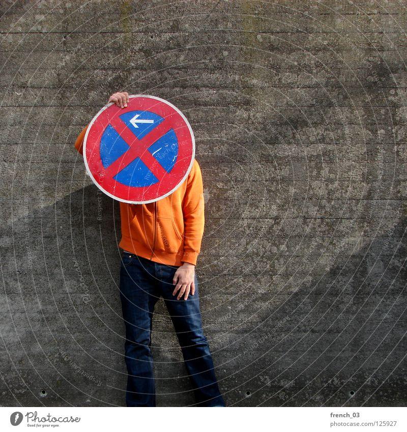 Ernst oder Boese? Mensch blau Hand weiß schön rot Wand Freiheit grau Mauer Beine Linie orange Deutschland Arme warten