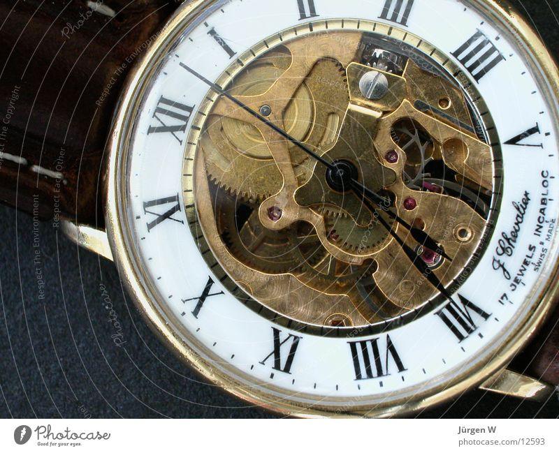 Armbanduhr Uhr Zeit rund Ziffern & Zahlen Dinge Uhrwerk Uhrenzeiger Messing