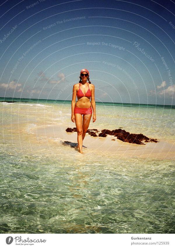 Isla de Mujer Frau Wasser Meer Sommer Strand Ferien & Urlaub & Reisen Chiemsee Sand Küste rosa Insel Bikini türkis Sonnenbrille Paradies Mexiko
