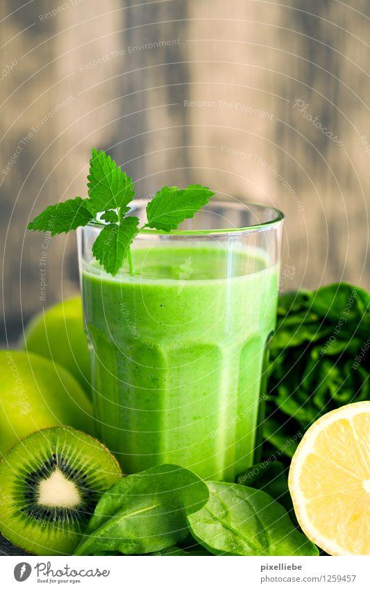 Grüner Smoothie mit Grünzeug schön Gesunde Ernährung Leben Holz Gesundheit Lebensmittel Frucht Glas Getränk Küche trinken Wellness Gemüse Wohlgefühl Bioprodukte