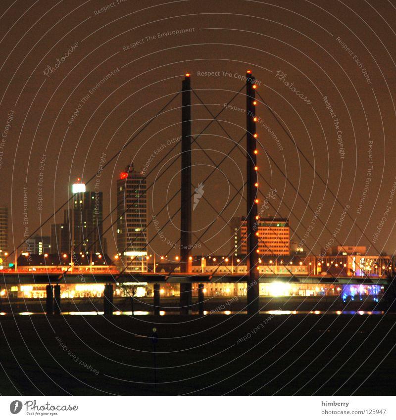 männersache Stadt blau Straße Lampe Beleuchtung Hochhaus Lifestyle Brücke modern Turm Spitze Skyline Düsseldorf Belichtung Nachtleben