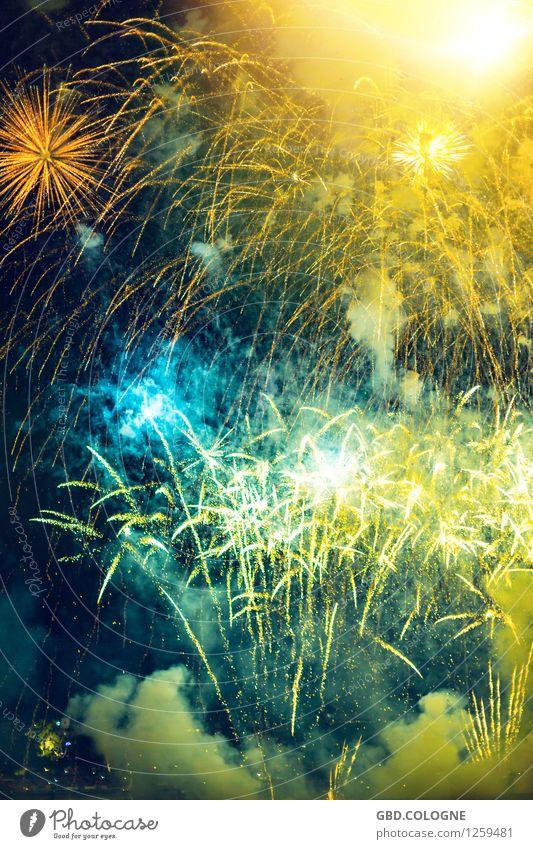 Feuerwerk #12072015_0196 gelb Party oben hell leuchten Veranstaltung Silvester u. Neujahr türkis Köln Nachtleben Entertainment glühen laut Explosion glühend