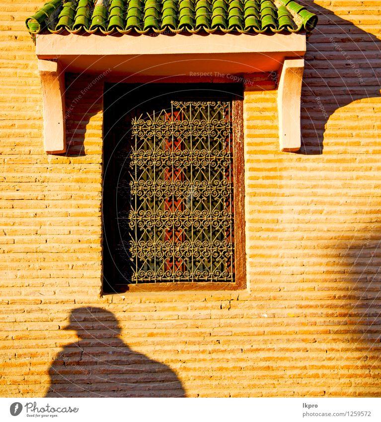 Fenster in Marokko Afrika und alten Bau Wal Ziegel Stadt Haus Architektur Gebäude Stein Metall Fassade Design Dekoration & Verzierung dreckig Beton retro Schutz