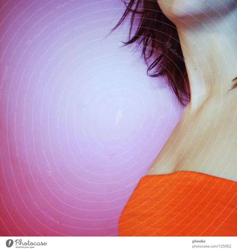 konichiwa bitches (trentemoeller remix) Frau Jugendliche rot Haare & Frisuren orange rosa Kreis violett Pfeil Top Hals Kinn Dekolleté