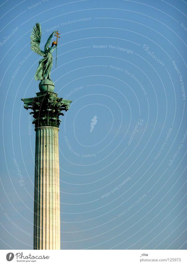 engel Statue hell-blau grün blau-grün Wahrzeichen Denkmal Engel Himmel Säule Flügel engelsflügel