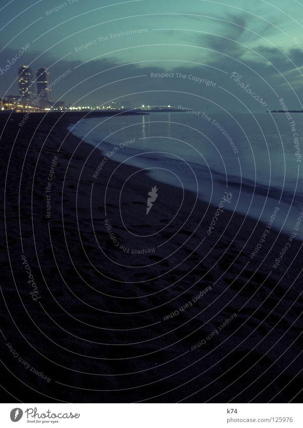 TWIN TOWERS Himmel Wasser Stadt Strand Meer Wolken ruhig Sand Küste Hochhaus Spuren Skyline Fußspur Bucht türkis Kurve