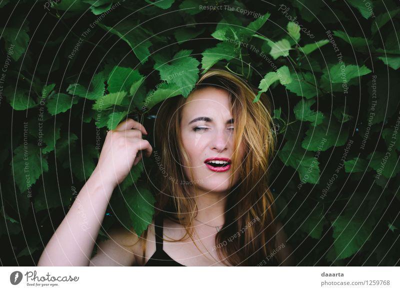Blatt Freude Wärme Leben Gefühle feminin lustig Stil Freiheit Lifestyle Stimmung Freizeit & Hobby wild elegant authentisch Sträucher
