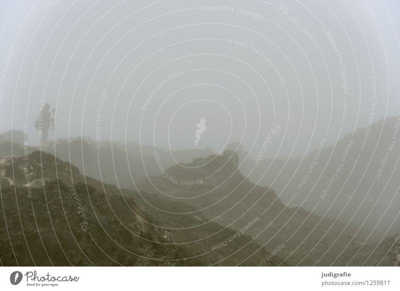 Island Mensch Natur Einsamkeit Landschaft dunkel kalt Umwelt natürlich außergewöhnlich Stimmung wild Nebel Erde Klima bedrohlich Abenteuer