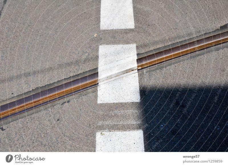 Halberstädter Straße Stadt weiß schwarz grau Linie braun Schilder & Markierungen Streifen Gleise Verkehrswege Straßenbelag Wegkreuzung kreuzen liniert