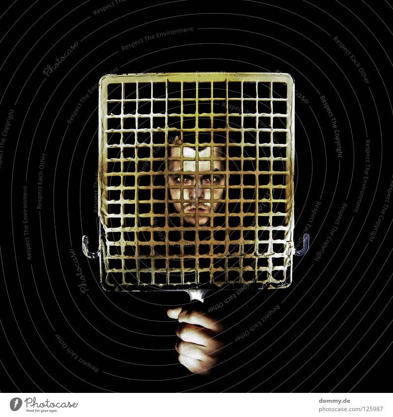 yellow Mann Kerl gelb Gitter streichen Dispersionsfarbe Hand Finger Lippen schwarz dunkel böse Langeweile Farbe dispersion Statue Kunststoff Gesicht Nase Mund