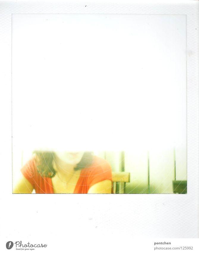 halbe Schwester Frau Mensch rot Sommer Erwachsene sitzen Polaroid Hemd Hälfte Unfall Teile u. Stücke Fehler old-school
