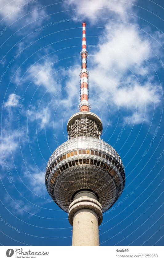 Berliner Fernsehturm Ferien & Urlaub & Reisen Tourismus Wolken Stadt Hauptstadt Stadtzentrum Bauwerk Architektur Sehenswürdigkeit Wahrzeichen blau Deutschland