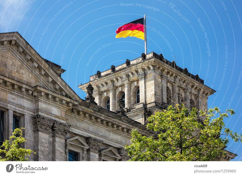 Reichstagsgebäude Ferien & Urlaub & Reisen Tourismus Haus Wolken Stadt Hauptstadt Stadtzentrum Bauwerk Gebäude Architektur Sehenswürdigkeit Wahrzeichen