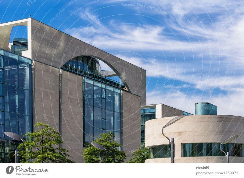 Bundeskanzleramt Ferien & Urlaub & Reisen Tourismus Haus Wolken Stadt Hauptstadt Stadtzentrum Bauwerk Gebäude Architektur Sehenswürdigkeit Wahrzeichen blau