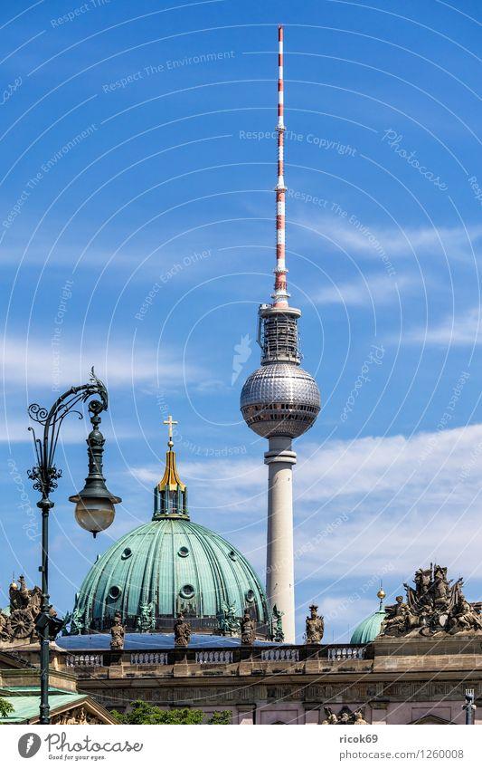 Fernsehturm Ferien & Urlaub & Reisen Tourismus Wolken Hauptstadt Stadtzentrum Dom Bauwerk Architektur Sehenswürdigkeit Wahrzeichen blau Kirche
