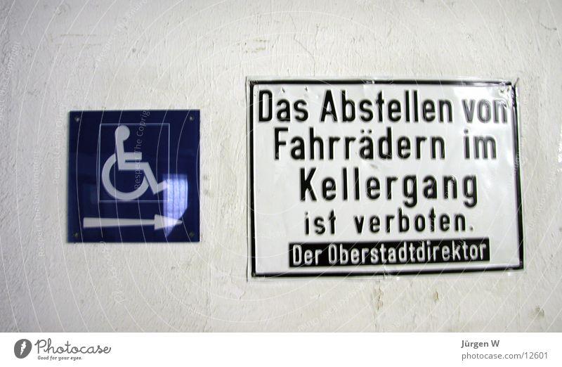 verboten Verbote Fahrrad Rollstuhl Symbole & Metaphern Typographie Schilder & Markierungen Hinweisschild parken forbade bicycle sign wheelchair