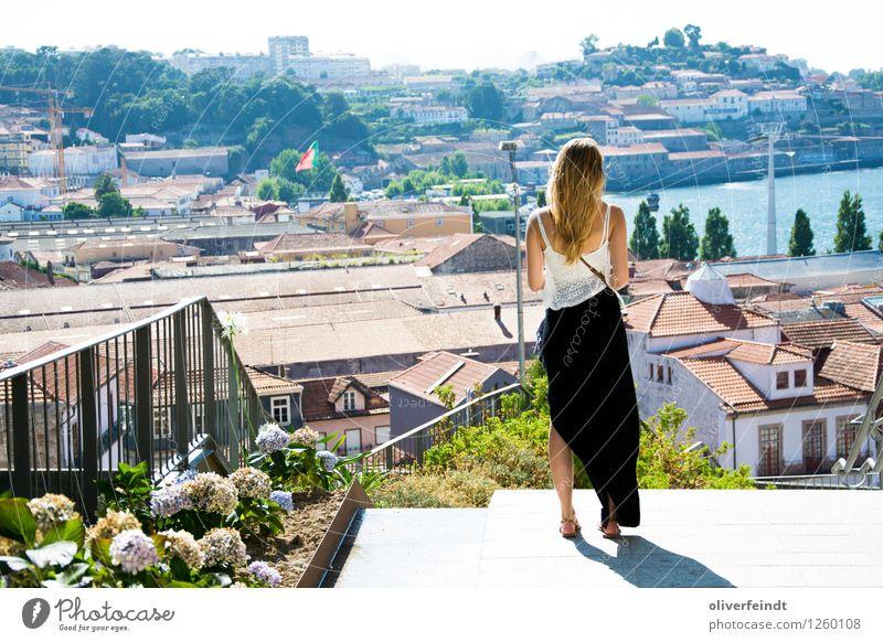 Porto, Portugal Mensch Himmel Ferien & Urlaub & Reisen Jugendliche Junge Frau Sommer Stadt schön Sonne Haus Ferne feminin Tourismus Freiheit Ausflug