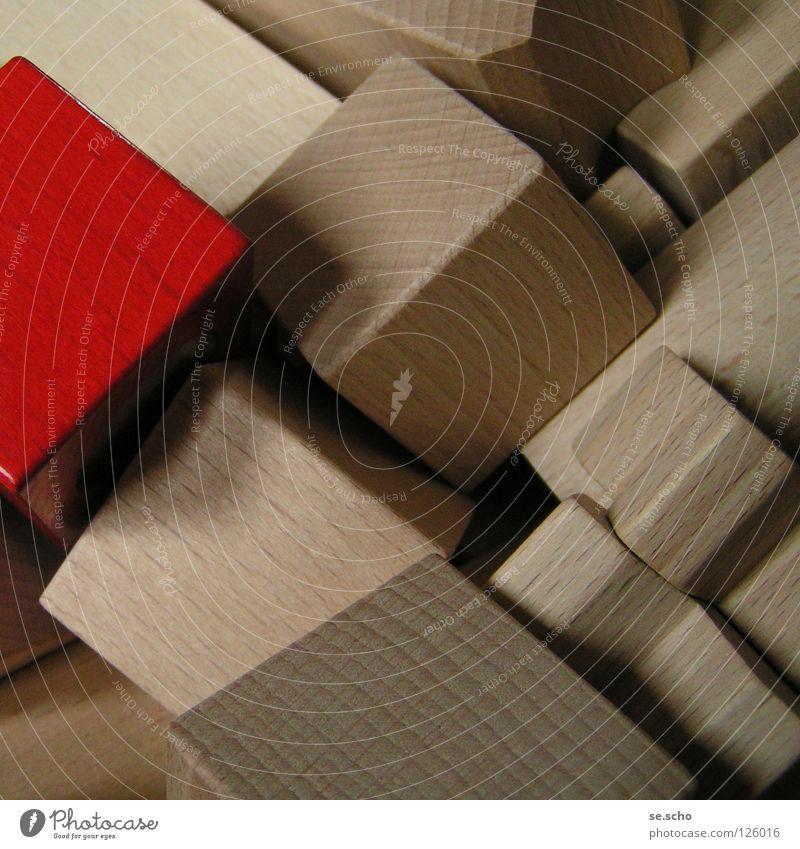 Fragmente zum Ganzen II Baustein Holz Geometrie rot Spielen Konstruktion Dekonstruktion Dekoration & Verzierung Stein Strukturen & Formen Kreativität Freude