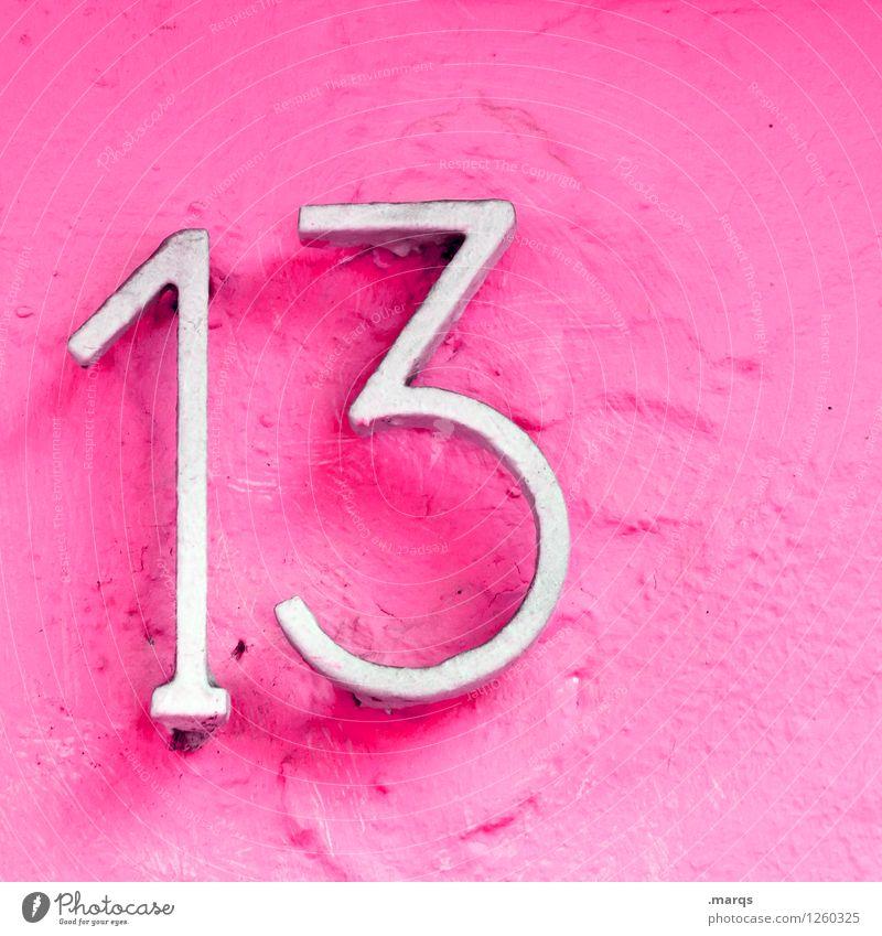 13 Stil Mauer Wand Ziffern & Zahlen rosa weiß Farbe Glück Hausnummer Geburtstag Lebensalter Farbfoto Außenaufnahme Nahaufnahme Menschenleer Textfreiraum rechts