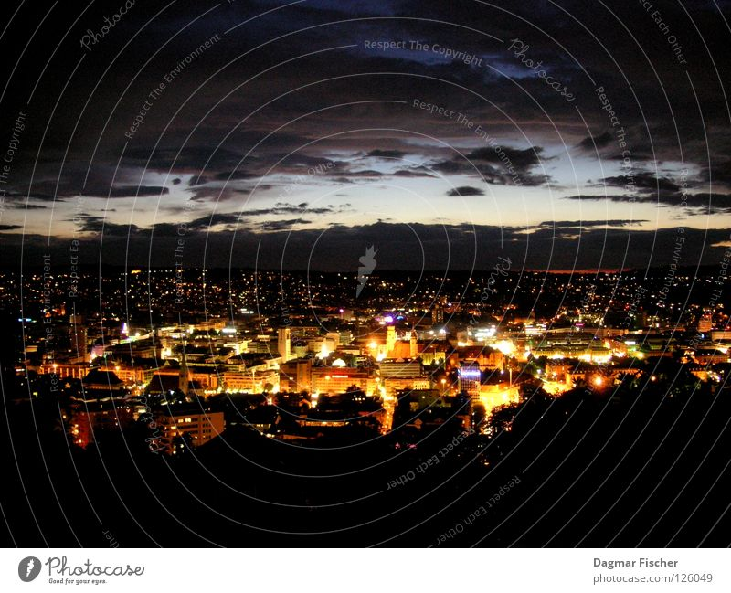 Stuttgart at night Himmel blau Stadt ruhig Haus Wolken Ferne Straße Lampe dunkel oben Berge u. Gebirge Freiheit grau hell Beleuchtung