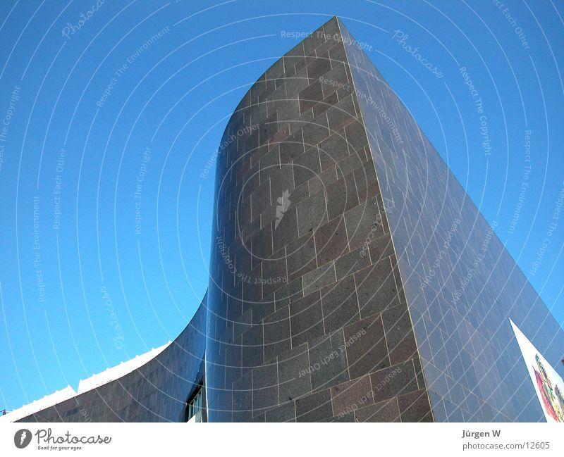 K20-3 Kunstsammlung Nordrhein-Westfalen schwarz Granit Himmel Architektur Düsseldorf Detailaufnahme blau art collection architecture sky blue black granite