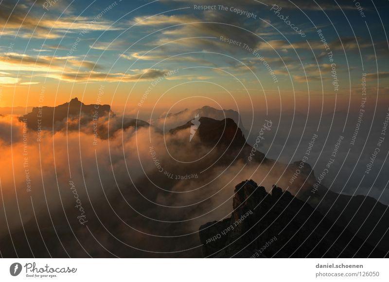 ziemlich weit oben Himmel blau Farbe Sonne rot Wolken kalt Berge u. Gebirge gelb Hintergrundbild Freizeit & Hobby Wetter Luft Nebel Klima Spitze