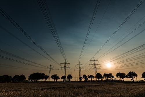 Familienausflug beendet... Himmel Natur Sommer Sonne Baum Landschaft Energiewirtschaft Feld Sträucher hoch groß Schönes Wetter Strommast Leitung
