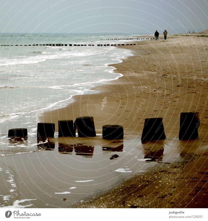 Strand Mensch Wasser Himmel Meer grün blau Strand Ferien & Urlaub & Reisen ruhig Farbe kalt Holz grau Paar Sand Linie
