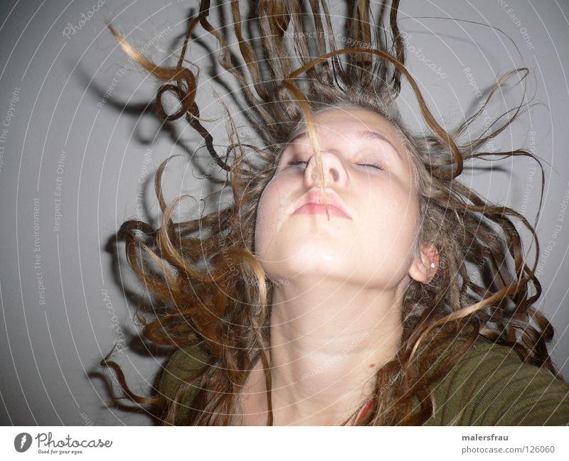 mit Schwung blond Luft Haare & Frisuren Bewegung Handwerk Verwirbelung Wind Friseur Locken