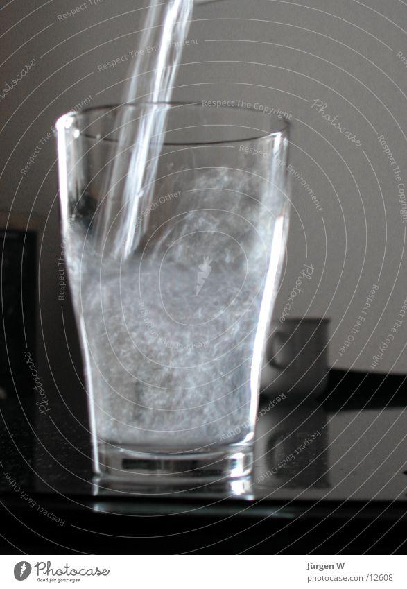 Durst Wasser Glas nass Getränk füllen