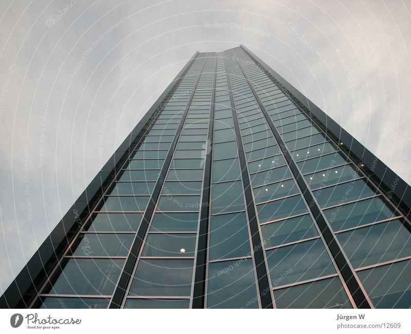 Das höchste Haus 2 Himmel Wolken Fenster Architektur Glas Hochhaus hoch Fassade Düsseldorf Vorderseite
