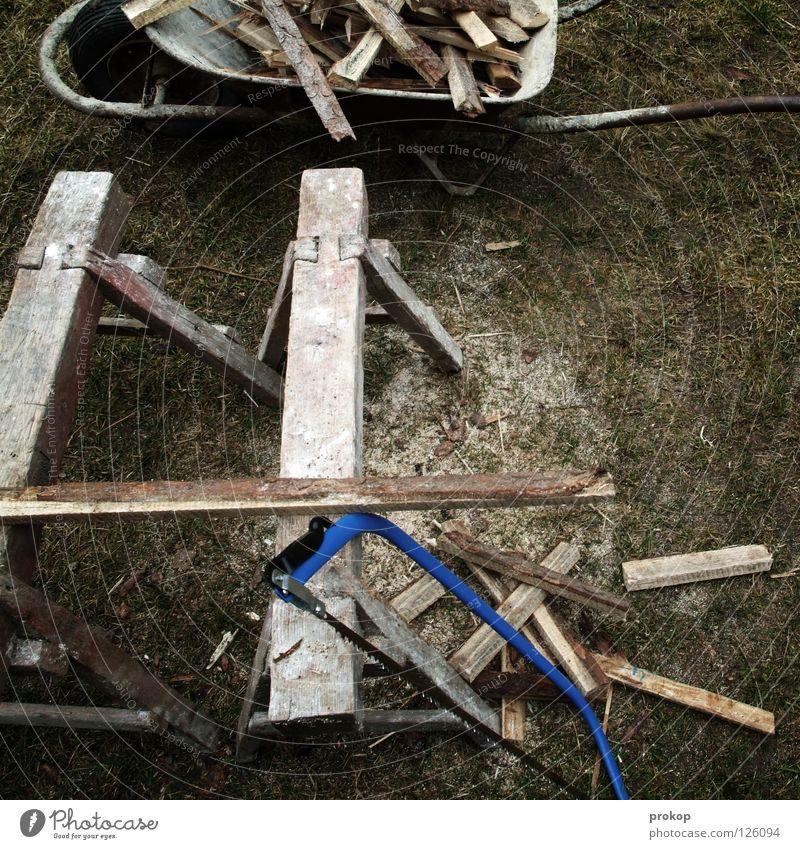 Second Life Holz Säge Bock Schubkarre schlagen Brennholz Holzstapel brennen trocken Arbeit & Erwerbstätigkeit transpirieren Handwerk Schweiß Splitter Wiese