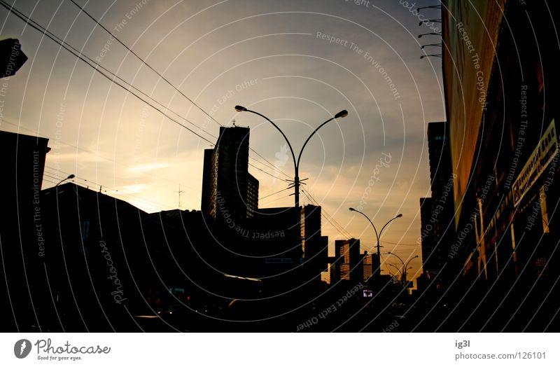 moskau sunset #2 Stadt schön rot Wolken Winter Haus kalt Freiheit Arbeit & Erwerbstätigkeit dreckig Armut Europa Asien Laterne Straßenbeleuchtung diagonal