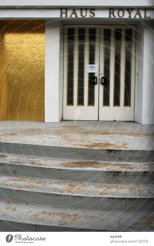 Haus Royal (2) alt Freude Ferien & Urlaub & Reisen Einsamkeit Wand Spielen Glück Gebäude dreckig Glas Tür gold Erfolg geschlossen Treppe
