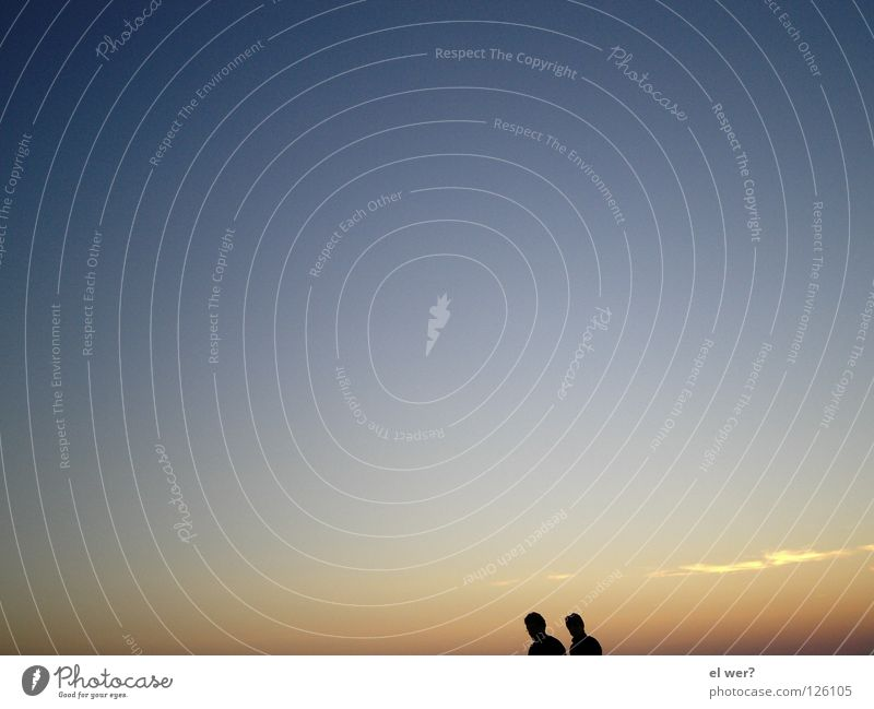 Sonnenuntergang zu zweit Päärchen Paar Freiheit Himmel Mann und Frau Einsamkeit Mensch Liebe paarweise Liebespaar Zusammensein Partnerschaft Vertrauen Zuneigung