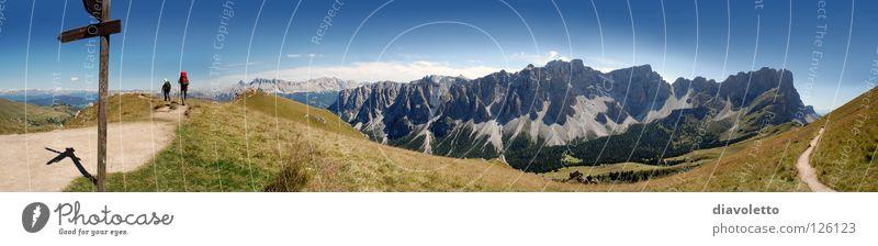 Naturpark Puez-Geisler in Südtirol Ferne Berge u. Gebirge wandern groß Aussicht Italien Alpen Idylle Garten Gipfel Fußweg Bergsteigen Wegweiser