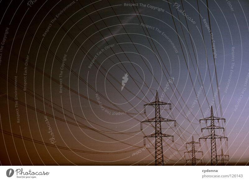 lange Leitung Draht Elektrizität Ferne Synthese Dämmerung möglich Energiewirtschaft verteilen Umleitung Ladengeschäft Dienstleistungsgewerbe Sportveranstaltung