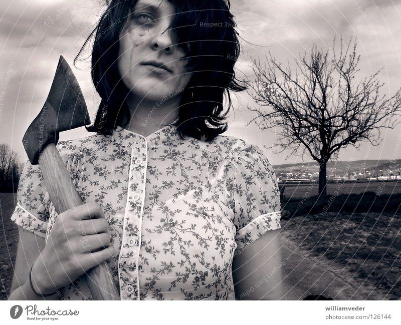 Girl with axe Axt Trauer Rache lügen Baum Frau Traurigkeit Gewalt Tod Tränen