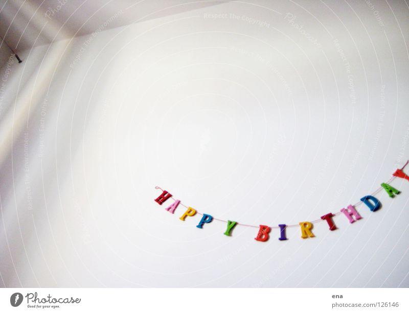 tröt weiß Freude Wand hell Kindheit Raum Glückwünsche Geburtstag Fröhlichkeit Schriftzeichen Buchstaben Dekoration & Verzierung Reihe Idee Kette Jubiläum