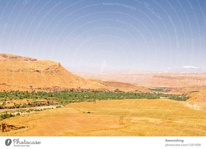Grünstreifen Umwelt Natur Landschaft Pflanze Sand Luft Himmel Wolkenloser Himmel Sommer Wetter Schönes Wetter Baum Hügel Berge u. Gebirge Atlas Gipfel