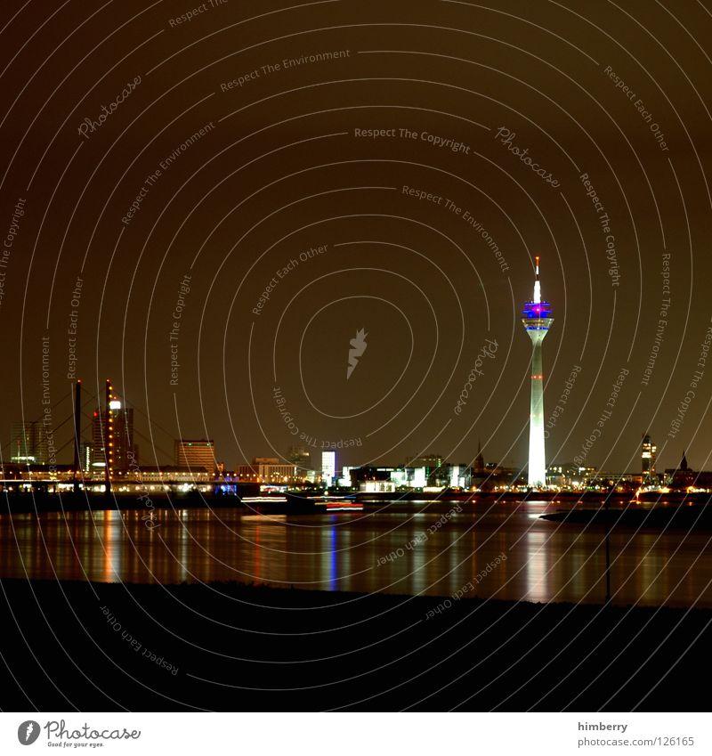 skyline chase Rheinturm Stadt Lifestyle Nachtleben senden Funkturm Langzeitbelichtung Belichtung Düsseldorf modern Brücke Abend Straße blau Skyline himbeertoni