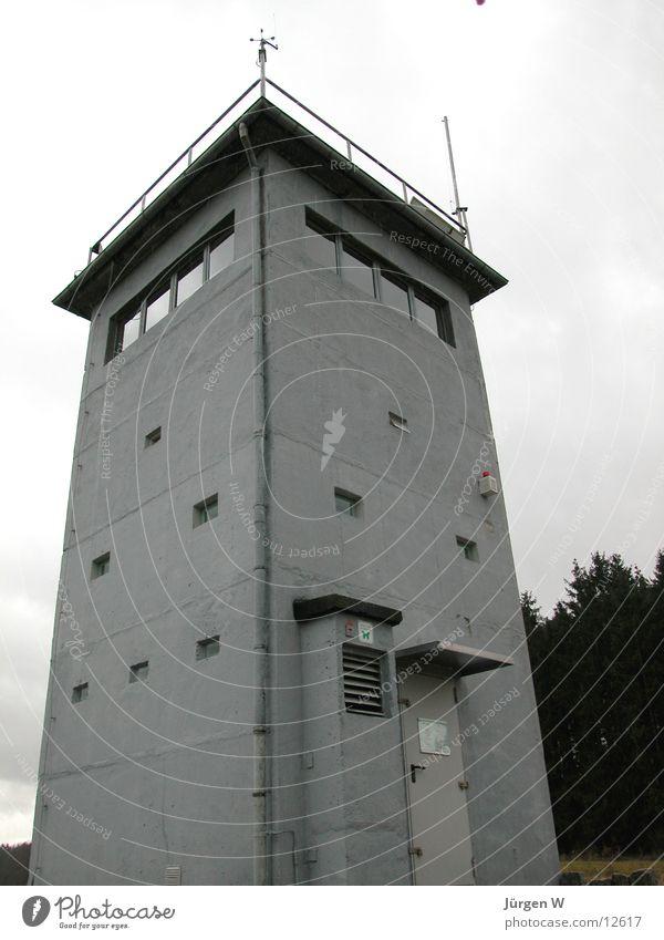 Wachturm 2 grau Deutschland Grenze historisch DDR Wachturm